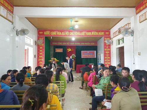 Bà con xã Hương Thủy tại buổi gặp mặt