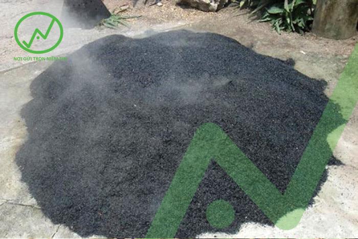 Sử dụng tro trấu, tro dừa để cung cấp kali cho cây trồng